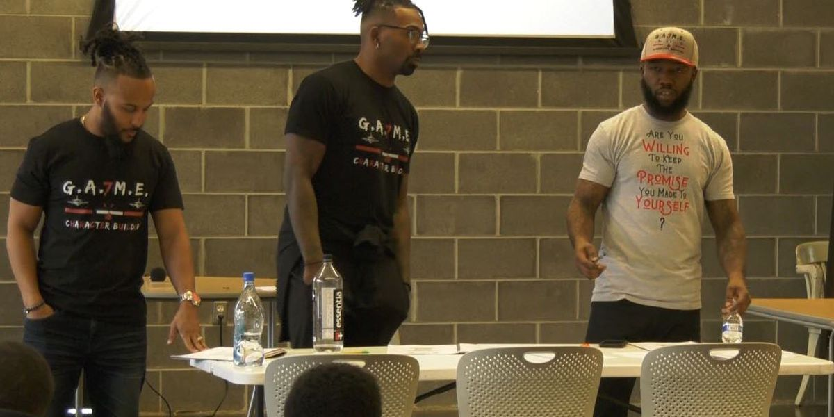 Former NFL play visits Charlottesville seeking to inspire area kids