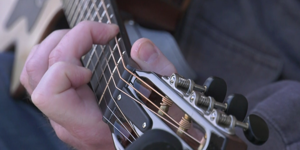 Vietnam veteran helps others cope with PTSD through music