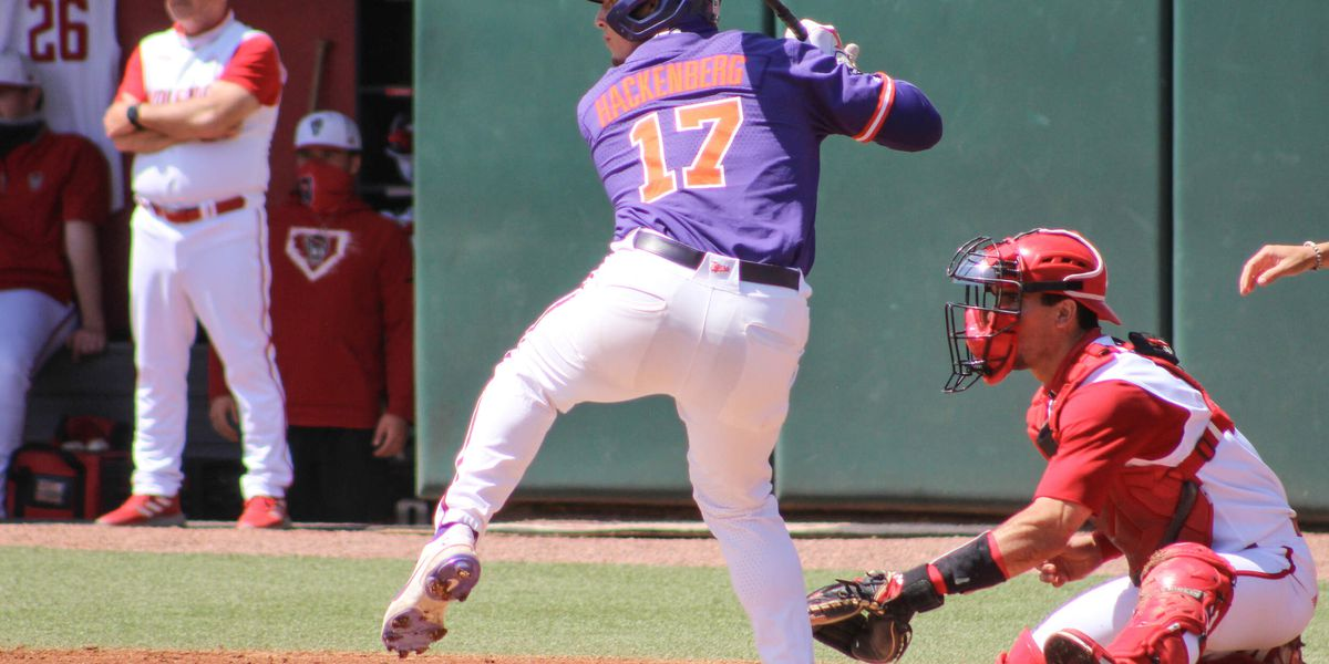 UVA baseball falls 6-1 in series opener at Clemson