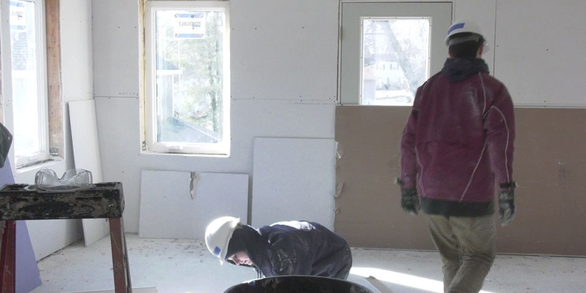 Charlottesville students participating in Habitat for Humanity project