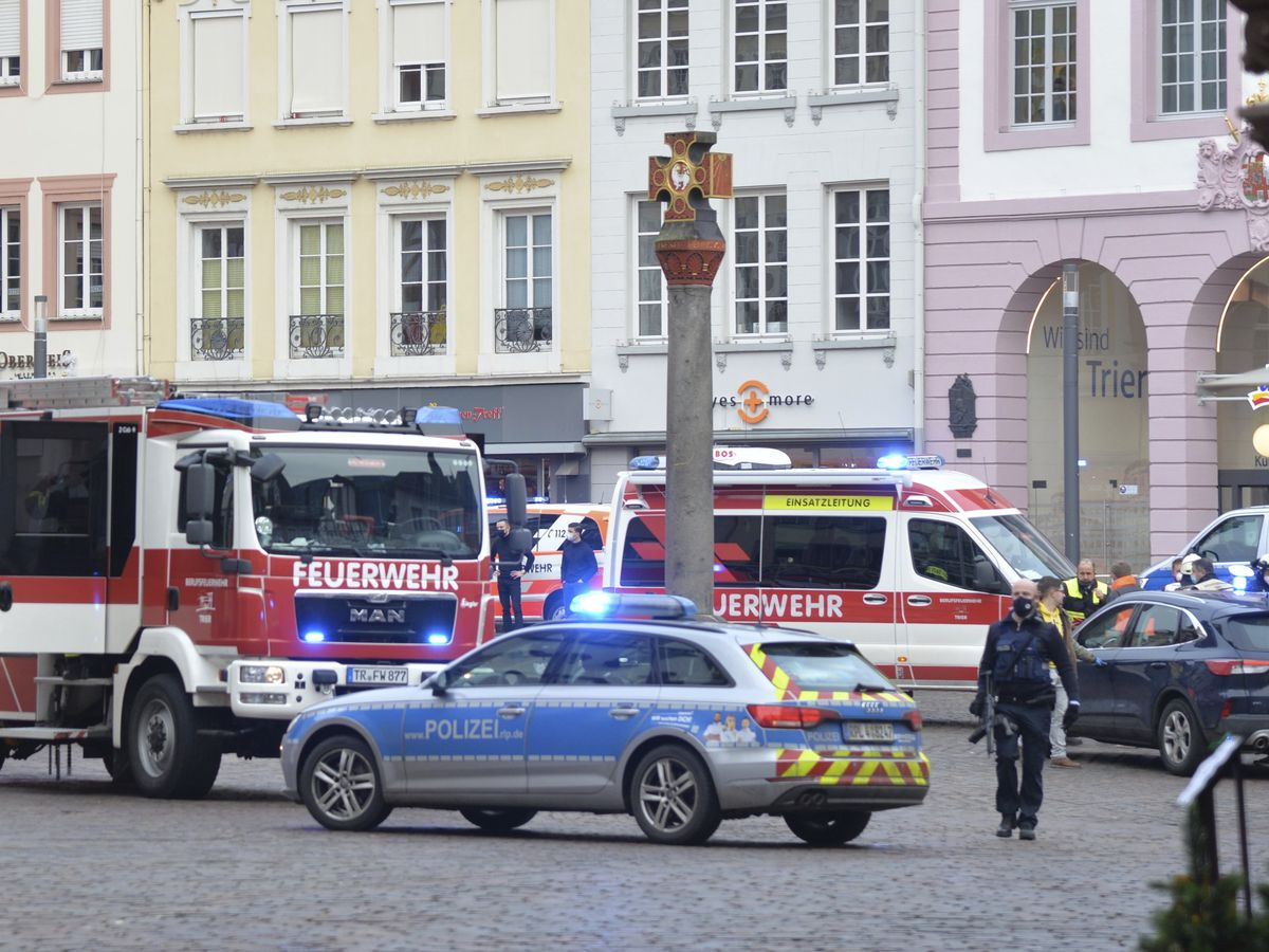 Car hits pedestrians in Germany; 2 killed, 15 injured