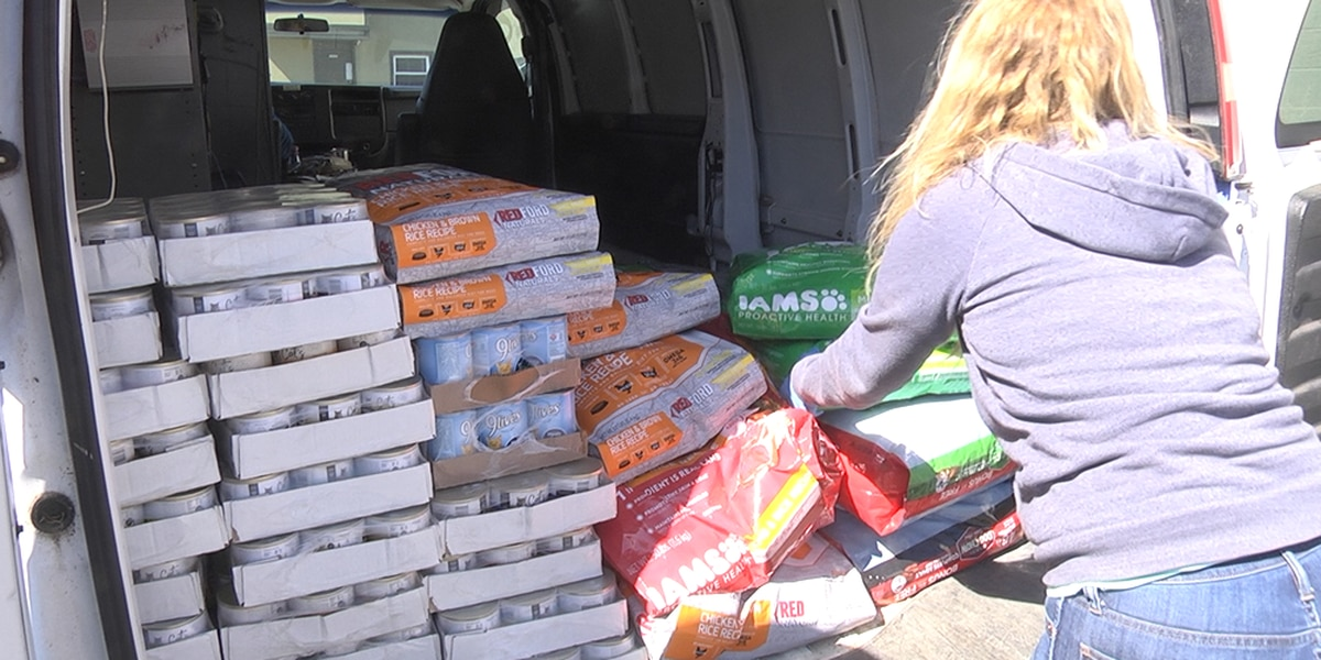 Dogs Deserve Better Blue Ridge donates pet food to pantries across Virginia