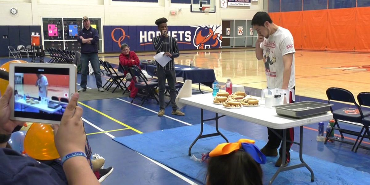 Hot Dogs for Scholars event hosted at Orange County basketball game