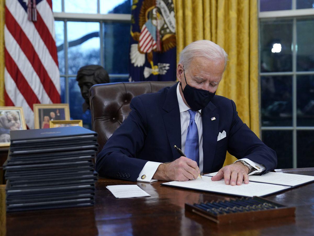 AP sources: Biden to pause oil drilling on public lands