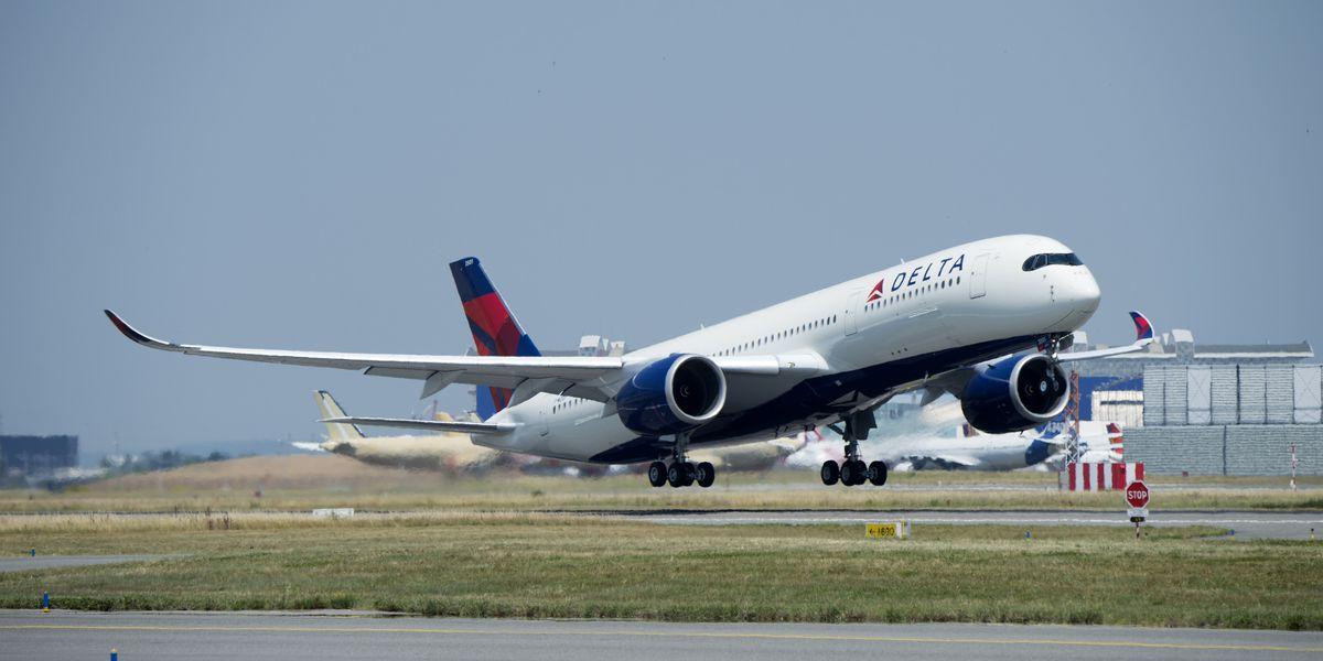 Delta passengers, crew subdue off-duty flight attendant on flight to Atlanta