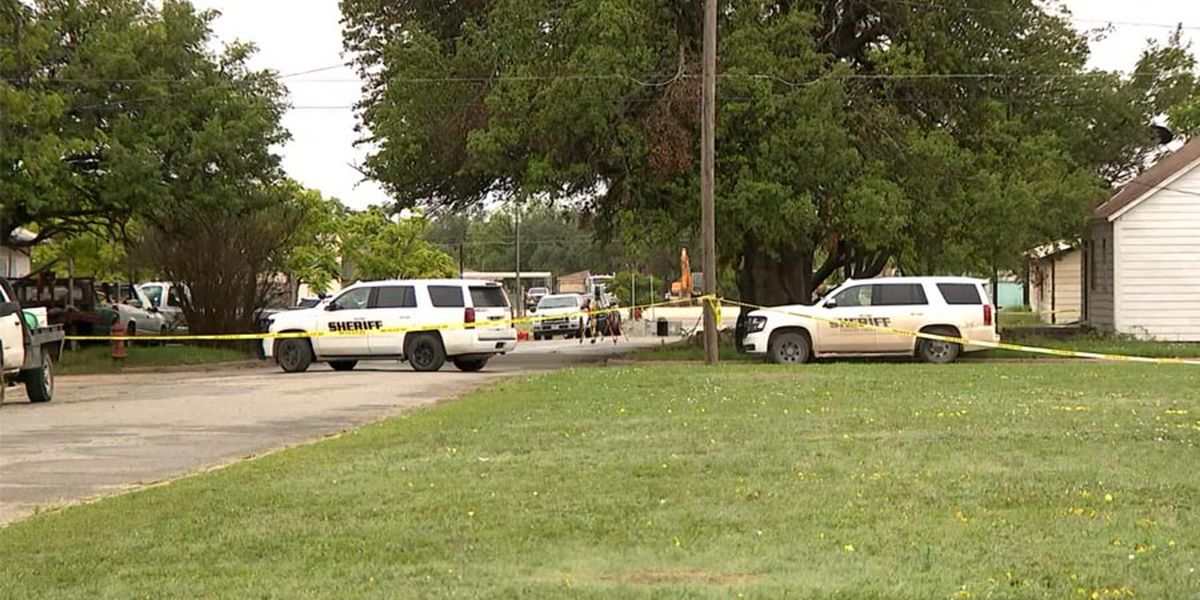 2 Texas deputies killed, city worker wounded in attack