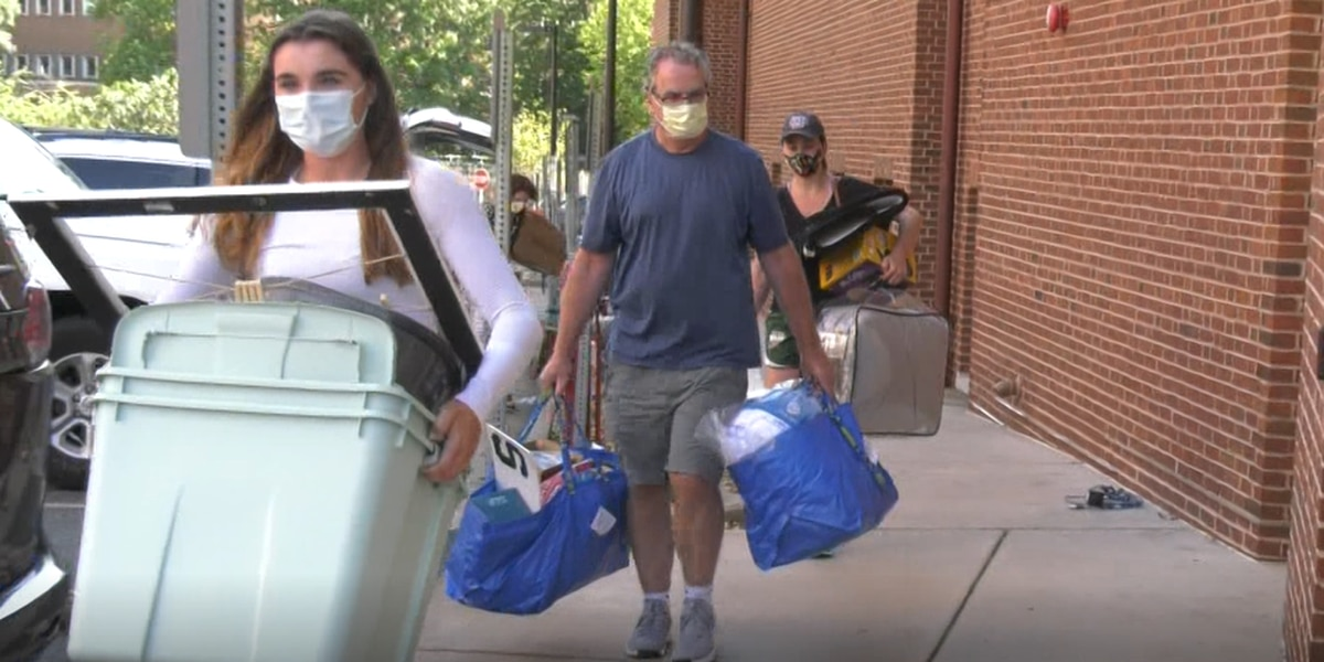 UVA students move in as COVID-19 cases rise