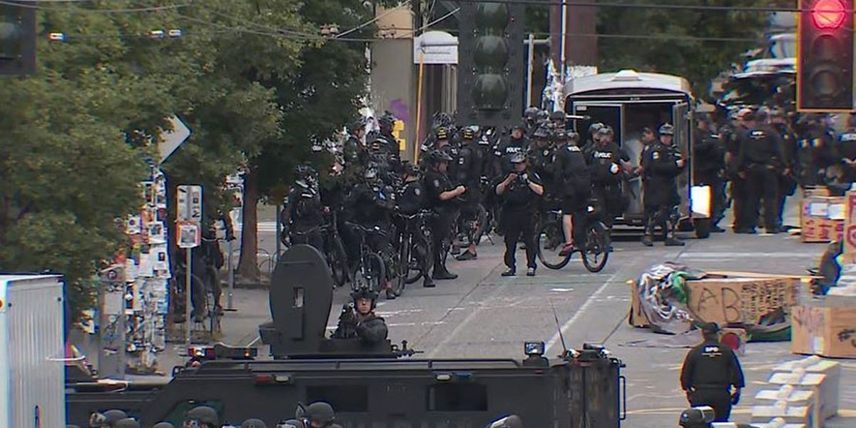 Seattle cops forcibly clear 'occupied' zone, arrest dozens