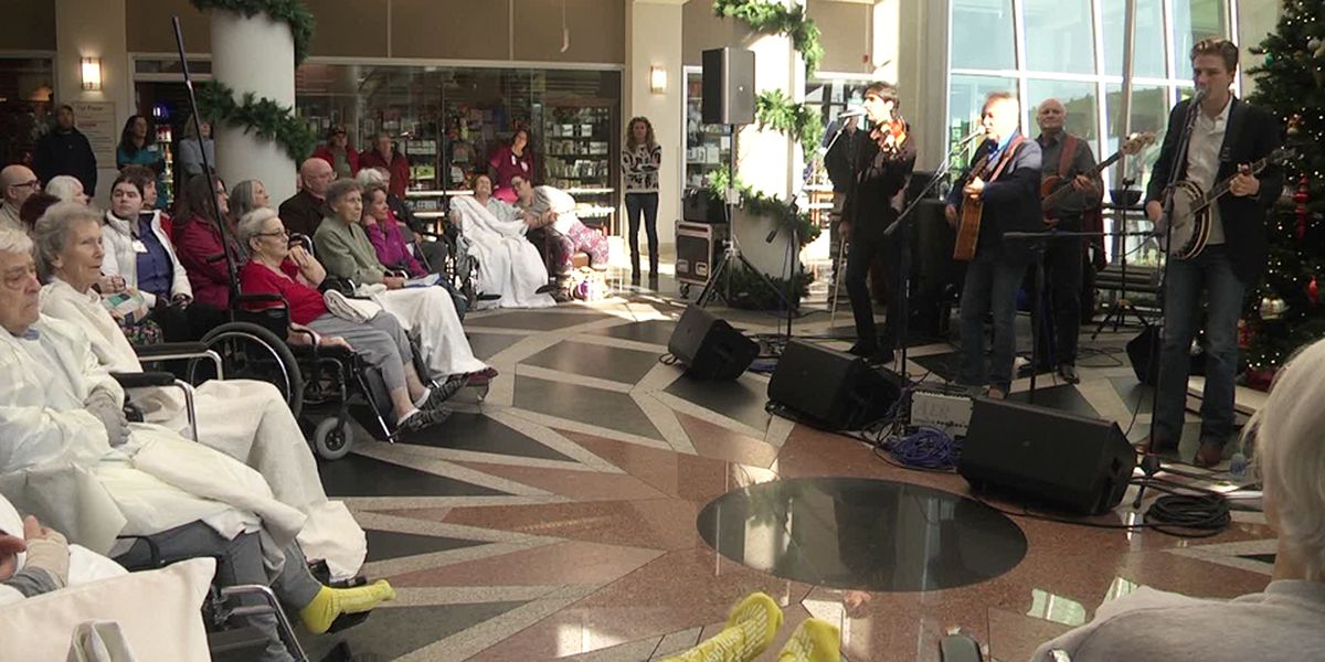 Jimmy Fortune spreads holiday cheer at Augusta Health Christmas concert