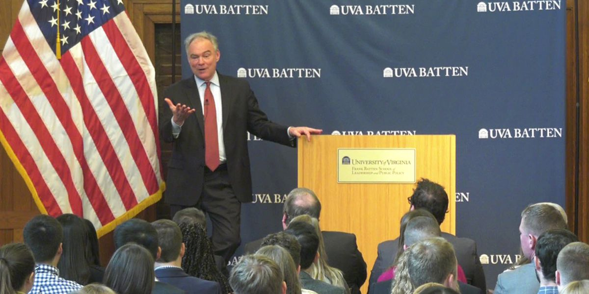 Sen. Kaine speaks with UVA students