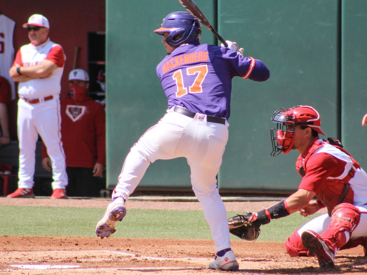UVA baseball falls 6-1 in series opener at Clemson